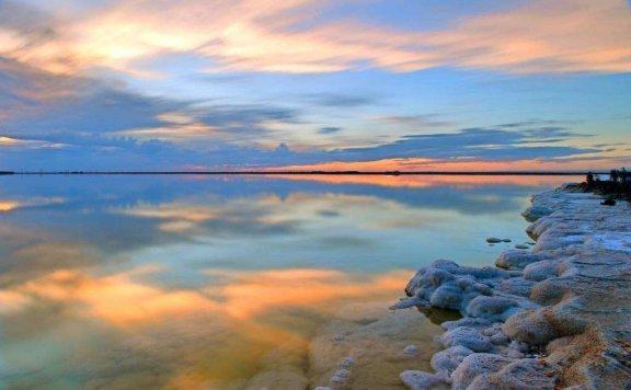 """察尔汗盐湖:我国境内最""""壕""""湖泊,估值12万亿,军队常年镇守"""
